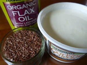Ingredients of the Budwig diet core recipe: flaxseed oil, cottage cheese and flaxseeds.